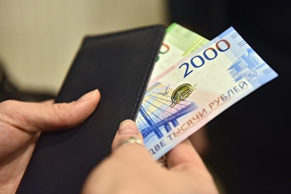Почти у всех россиян нашли свободные деньги