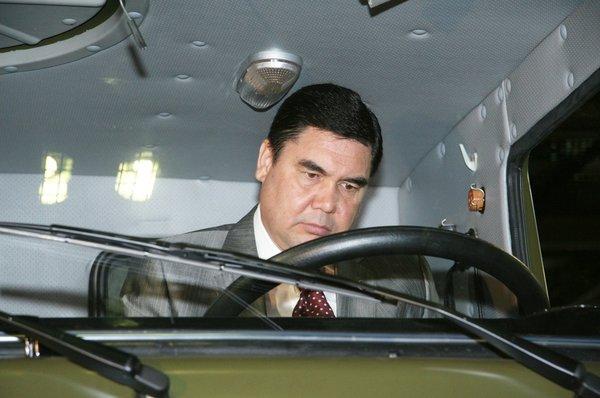 Глава голодающей Туркмении к…