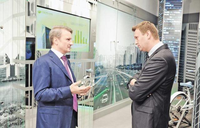 Герман Греф и миноритарный акционер Сбербанка Алексей Навальный, 2012 г.