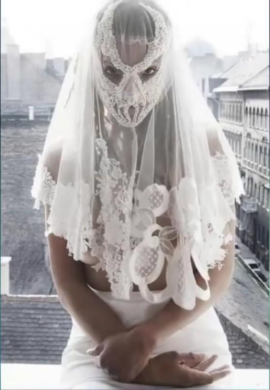15. Вот к чему приводит увлечение Mortal Kombat невесты, свадебное платье
