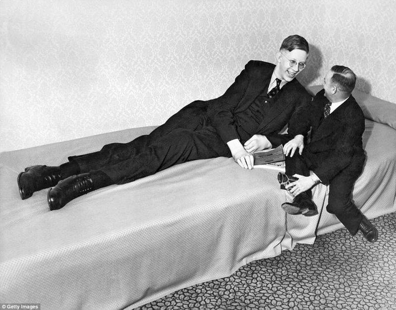 19-летний Роберт, 1937 г. Рост в то время составлял 262 см акромегалия, великан, опухоль, рекорд, рекорд гиннесса, рекордсмен Гинесса, самый высокий, самый высокий человек