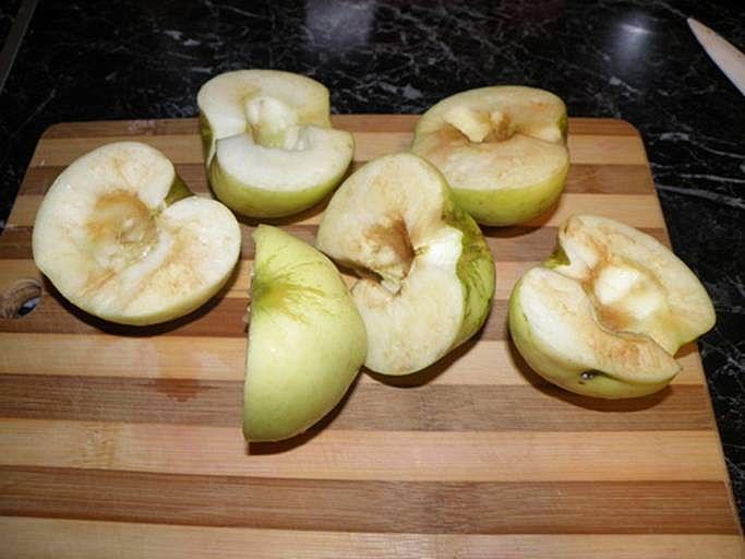 Яблоки готовы. пошаговое фото этапа приготовления пирога Шарлотка