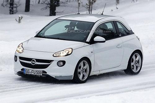 """""""Заряженный"""" Opel Adam поймали во время тестов"""