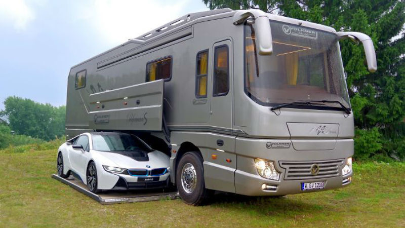 Дом на колесах со встроенным гаражом почти за 100 миллионов рублей