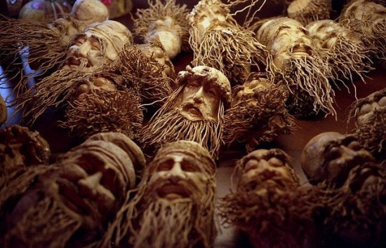 Удивительные статуэтки из корней бамбука