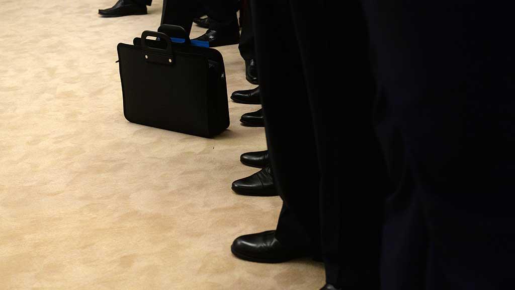 Путин подписал указ об индексации окладов чиновников на 4,3%