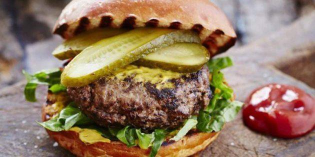 Блюда из говядины: Бургер с острой говяжьей котлетой