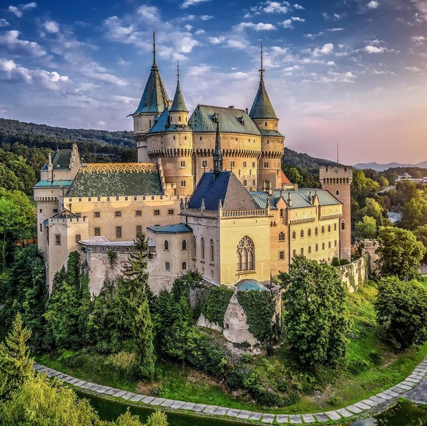 Фото №8 - В гостях у сказки: самые впечатляющие замки Европы