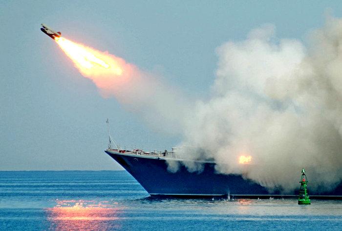 Представьте себе, что у каждого российского корабля есть гиперзвуковые ракеты…