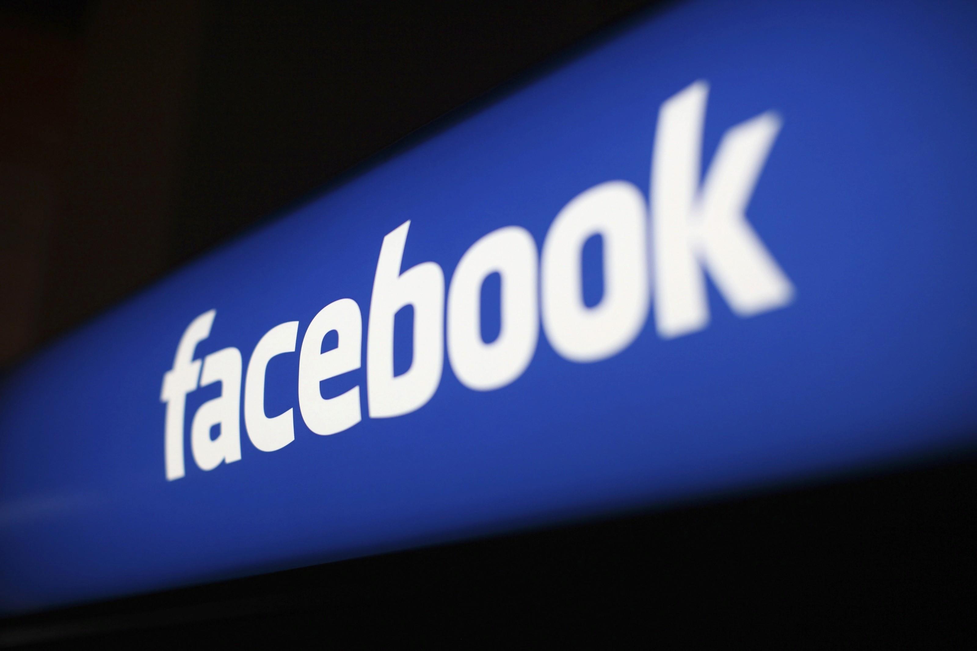 Скандалы с утечками данных окончательно лишили Фейсбук доверия пользователей