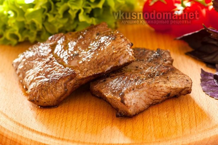 Сочный бифштекс из говядины в соусе