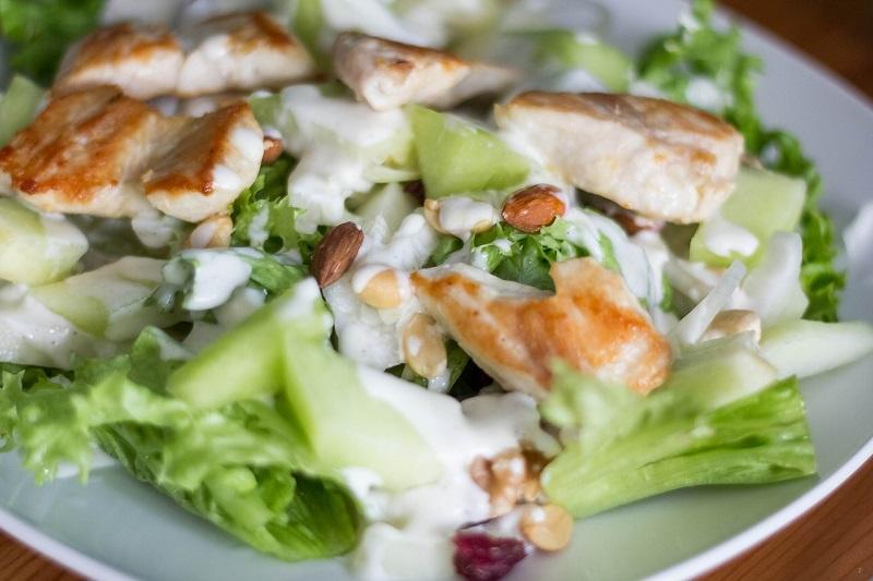 Салаты с курицей: несколько удачных рецептов для любого случая