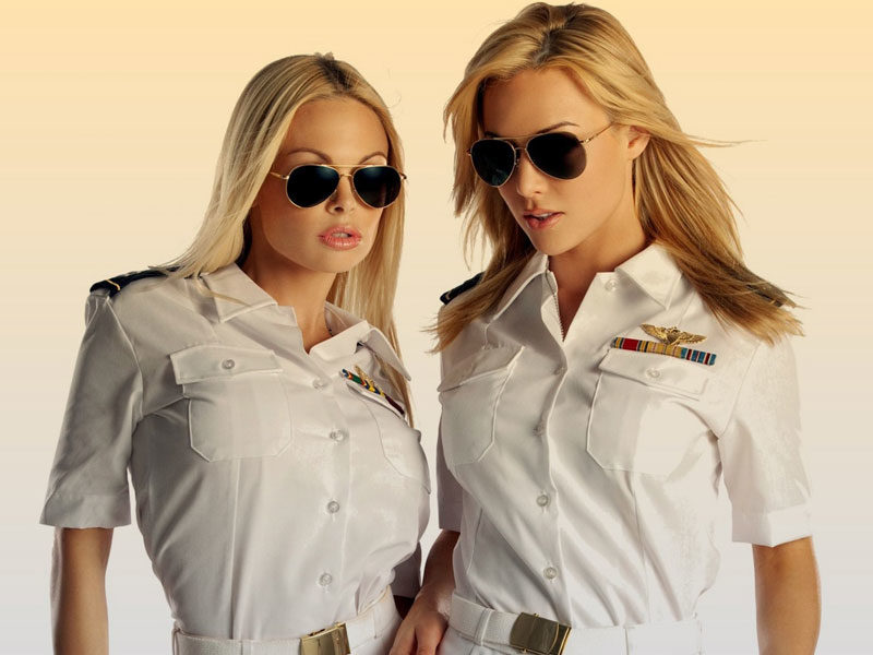 Снимите это немедленно: 15 фото сексуальных девушек в униформе и без