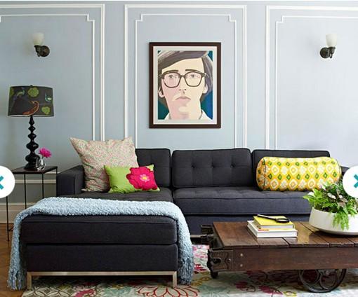 Картина на стене с лепниной