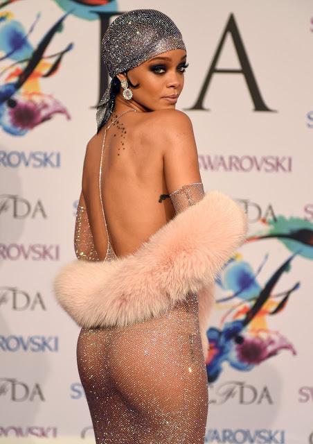 Платья, ставшие главным трендом в мире высокой моды. Их носят без нижнего белья