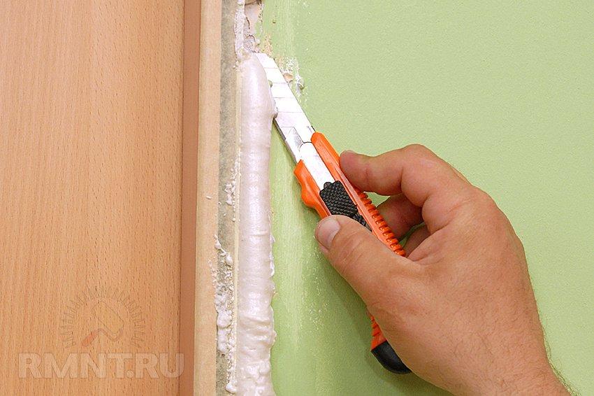 Очистить дверь от монтажной пены в домашних