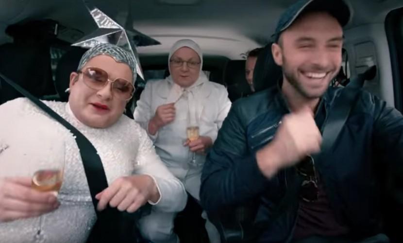 Верка Сердючка с шампанским в руках ворвалась в «Евротакси» и спела с ведущими «Евровидения»