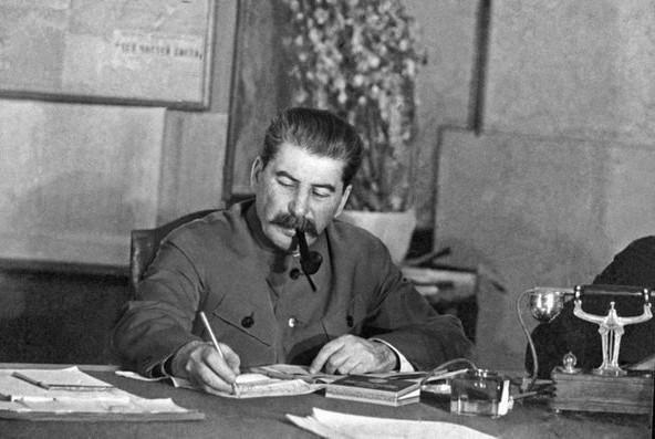 Планировал ли Сталин первым напасть на Германию