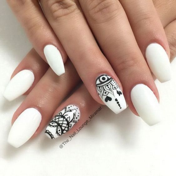 Белый маникюр