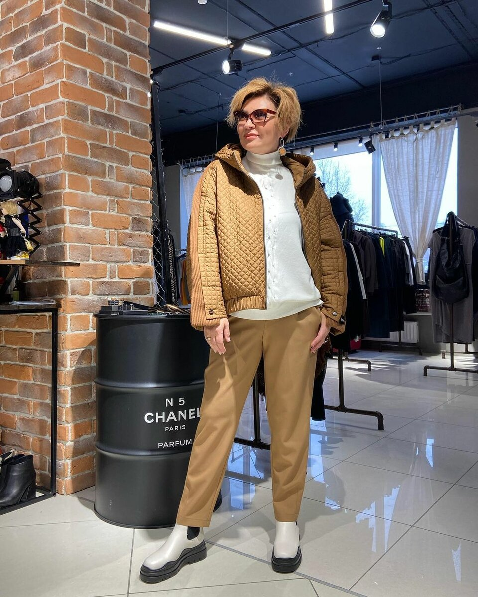 @konarevairina / С чем носить бежевую куртку? /Фото: instagram.com