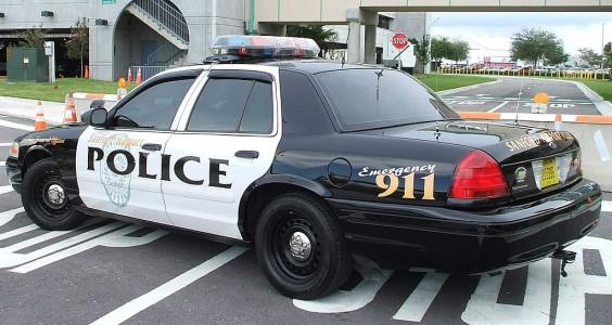Что скрывается внутри полицейской машины патрульного в США