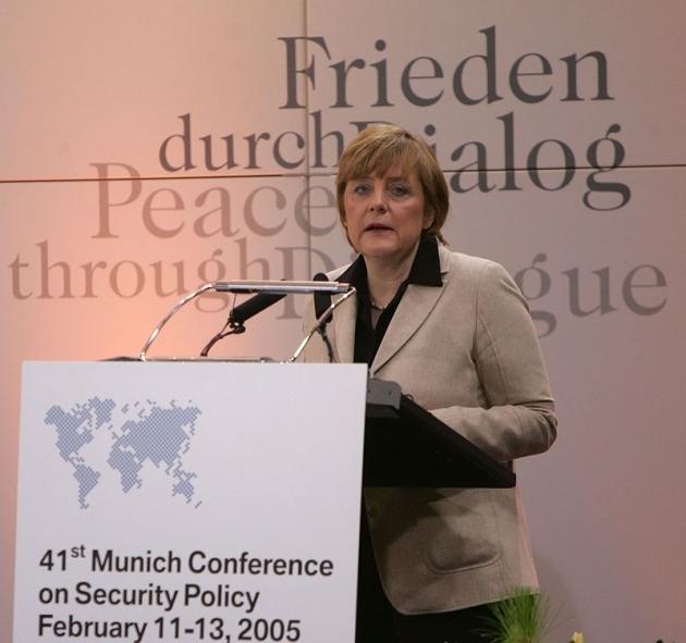 Непобедимая Меркель: фрау и Макрон скинут США с европейской шеи