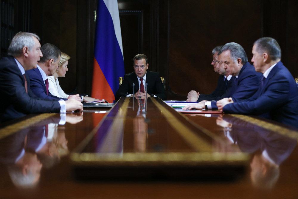 Дмитрий Медведев поблагодарил своих заместителей за работу