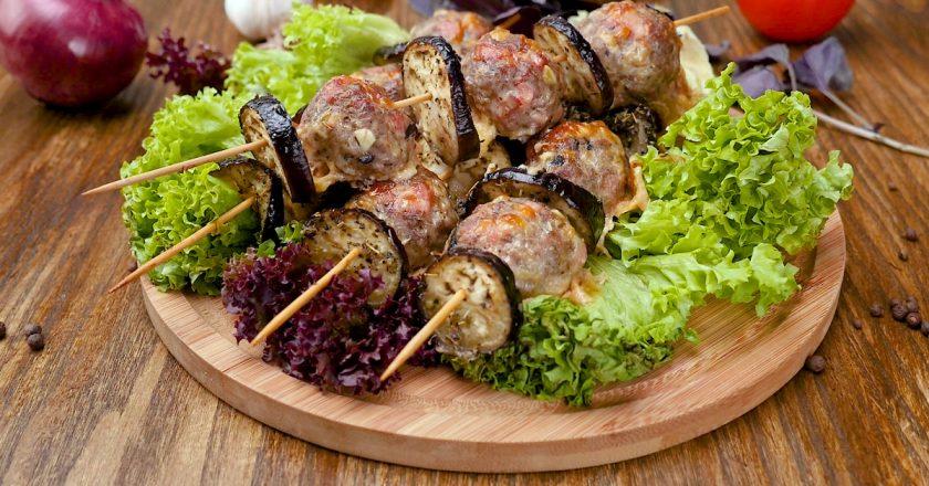 Кебаб с баклажанами - сытный семейный ужин