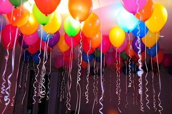 Как надуть летающие шарики без гелия в домашних условиях: украшаем комнату к празднику
