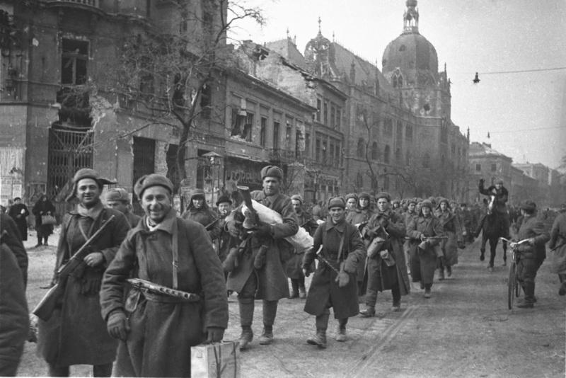 13 февраля 1945 года- взятие…