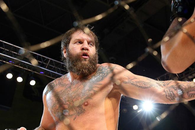 Емельяненко вернулся в ринг и наказал противника за неуважение