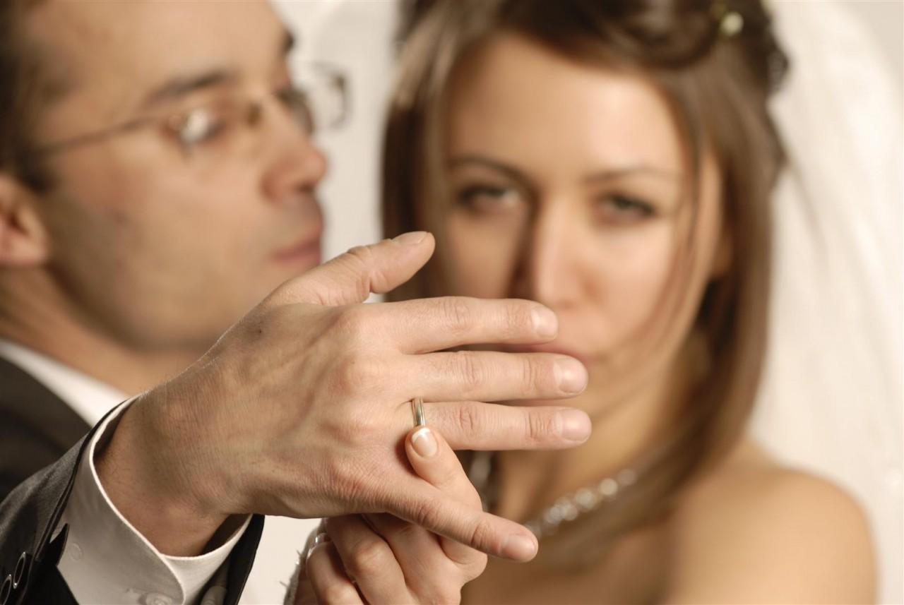 И Бог меня упаси ,связываться с женатым... Поверьте моему опыту...