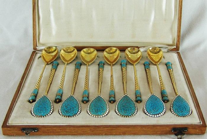 Серебряный набор из 12 чайных ложек. Серебро, золочение, перегородчатая полихромная эмаль