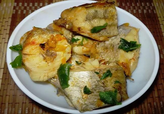 Минтай со сметаной в мультиварке-два рецепта вкуснейшей рыбки