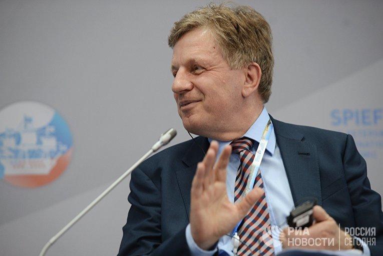 Бывший премьер-министр Финляндии Эско Ахо входит в состав правления Сбербанка России..  (Helsingin Sanomat, Финляндия)