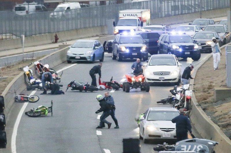 Массовое задержание беспредельщиков на мотоциклах в США