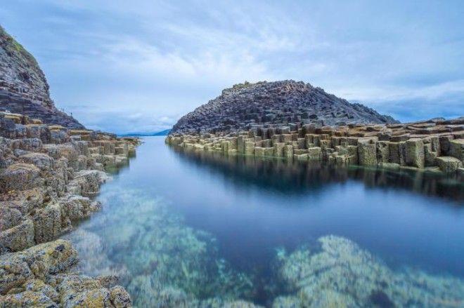 Необычные скалы острова Стафф