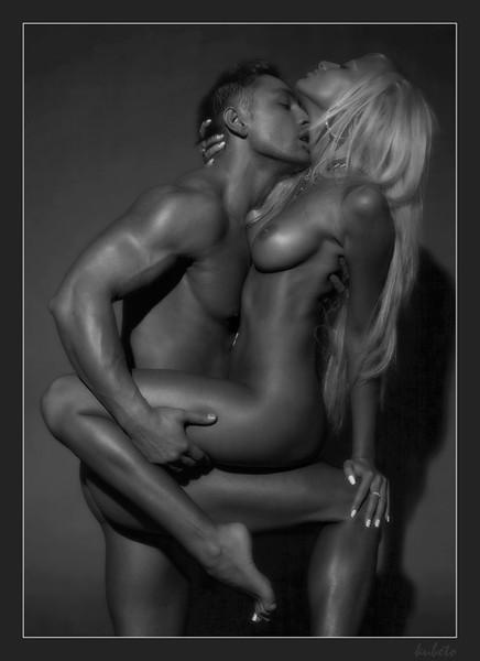 Фото девушки и голые мужчины