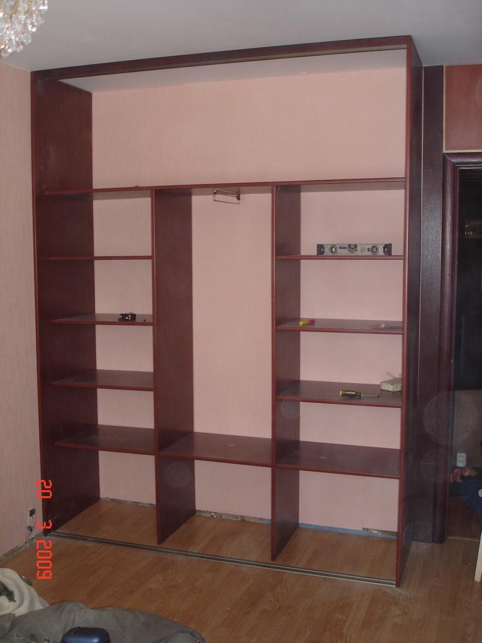 Шкаф  на полу