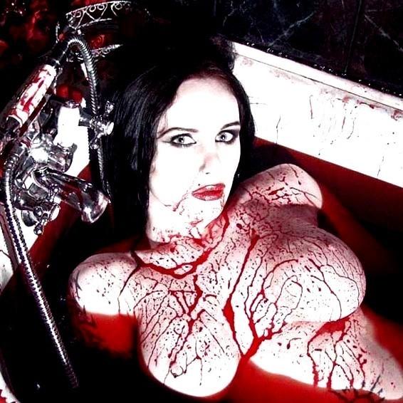 Страшные кровавые голые вампирши фото 49881 фотография