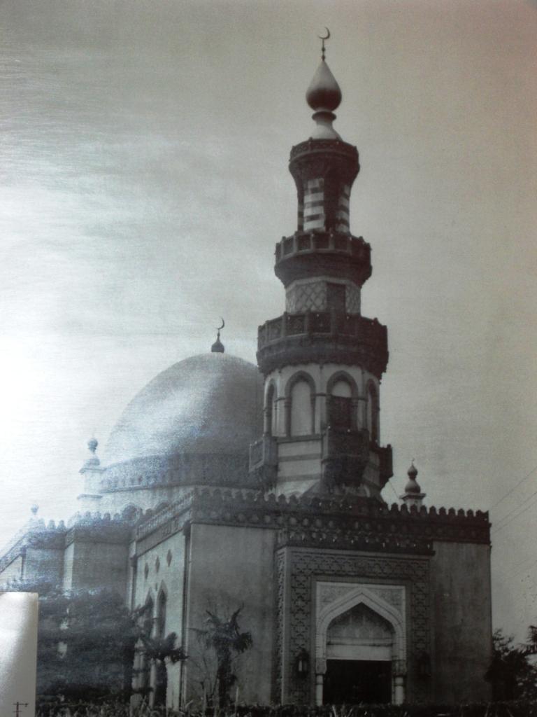 """Мечеть """"Исламия"""" в гор.Токио построенная выходцами Поволжья (Россия) в 1938г."""