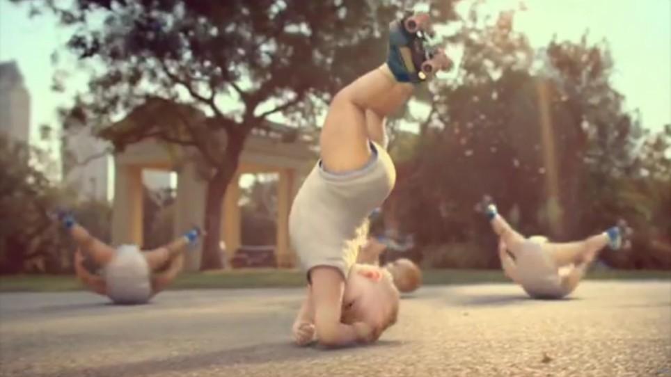 Подборка фотографий спортивных девчонок, которые любят кататься на роликах.