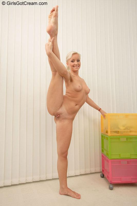 гимнастки с голыми анусами