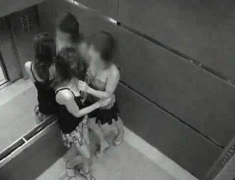 скрытая камера девушки целуются