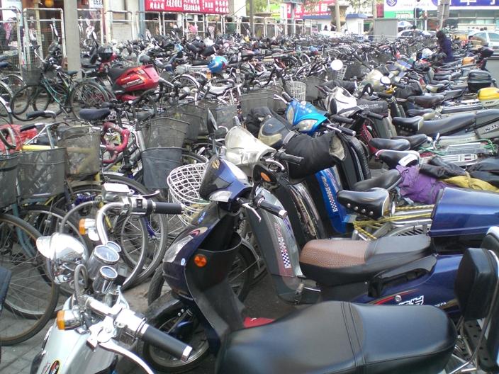 Пекин. Стоянка велотранспорта.
