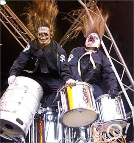 Барабанщики с масками