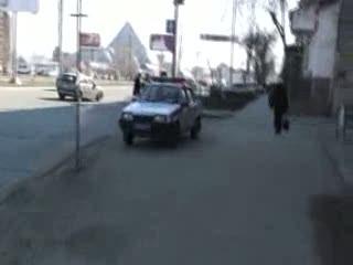 Пешеход заставляет гаишника соблюдать ПДД