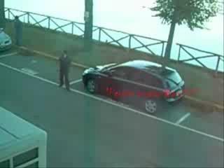 La follia di un uomo per la sua auto