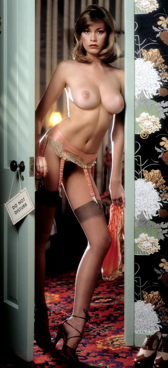 Белла торн с голой грудью фото