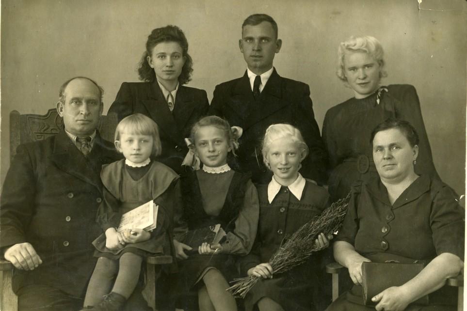 Директор Синицын П.К. и его семья
